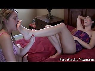 Bella cant resist worshiping Sadies sexy feet