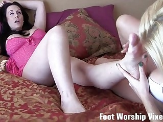 Shilo and Lorianna worshiping each others feet